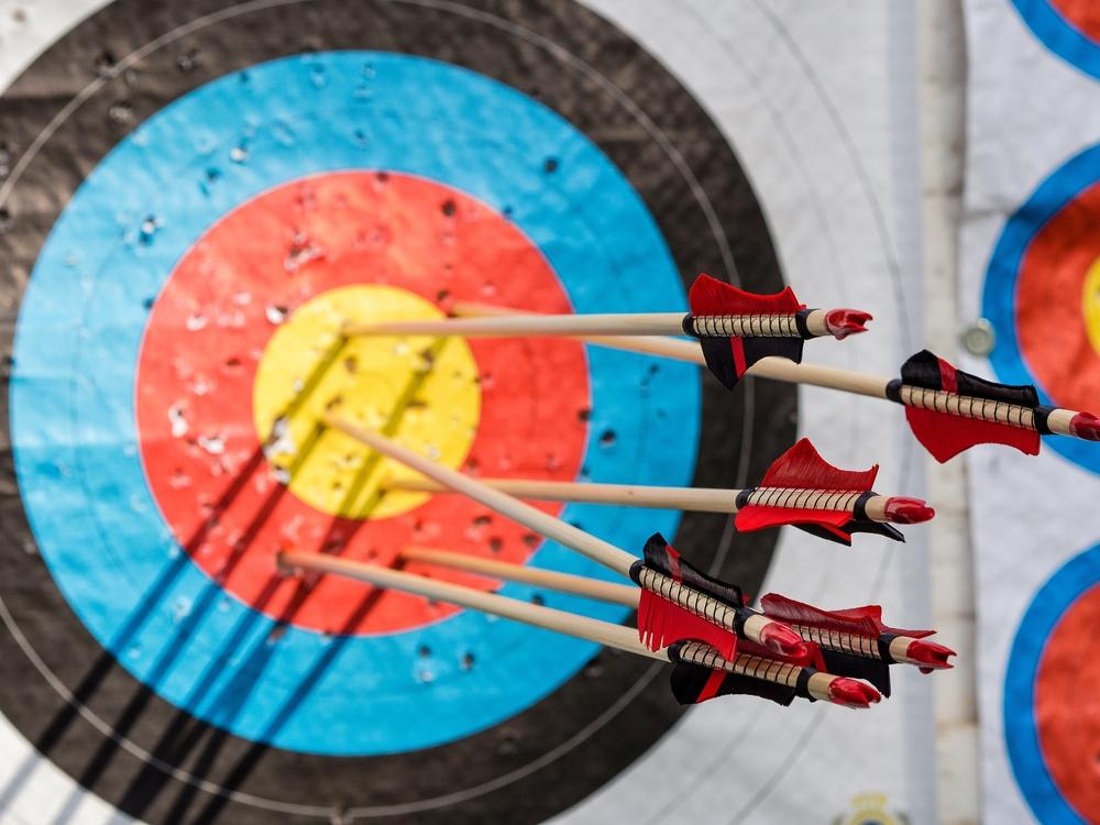 Zielscheibe beim Bogensport mit einer Ringauflage