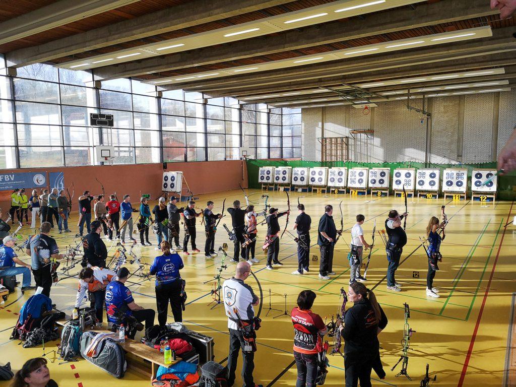 Bogenturnier in der Halle. Ausreichend Zeit zur Regeneration ist hier in der Vorbereitung wichtig.