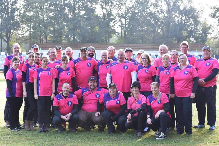 Mannschaftsbild des Team Bowjob das gegen Brustkrebs kämpft.