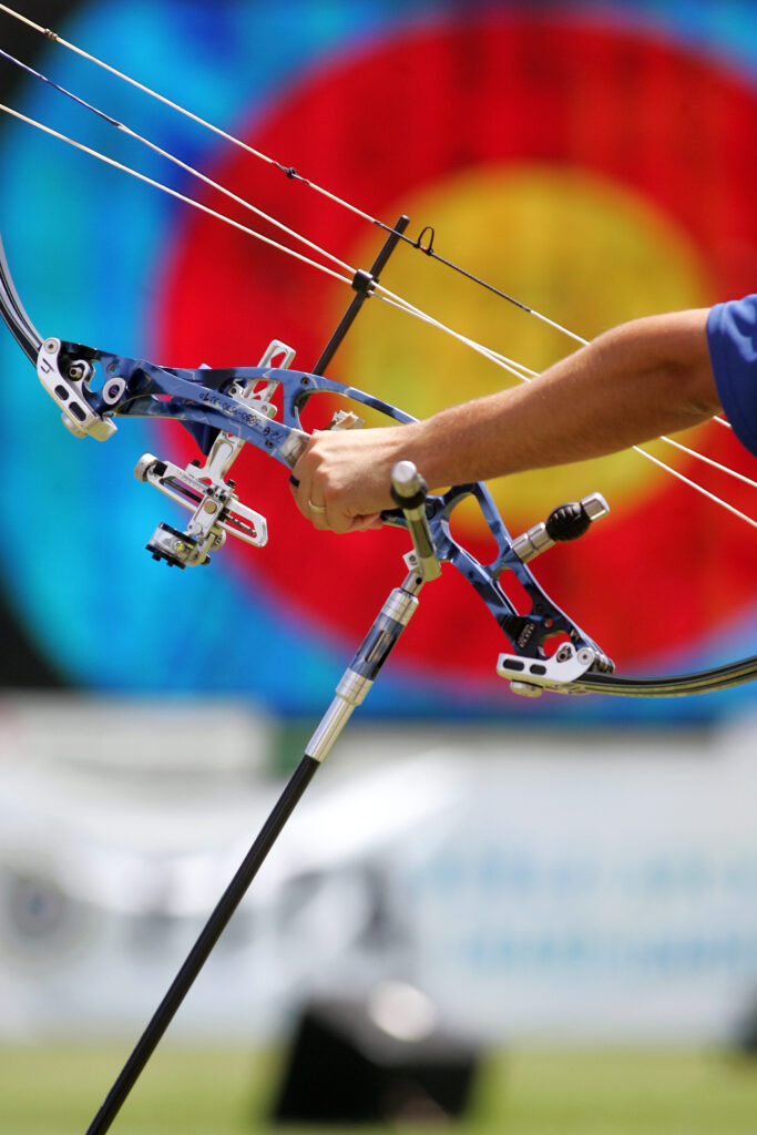 Olympischer Recurvebogen mit Zielscheibe